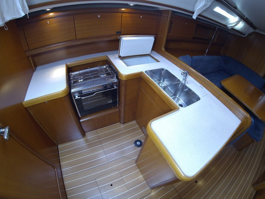 Grand Soleil 50 (Kety (Sails 2019, Bowthruster)) Grand Soleil 50 charter - 13
