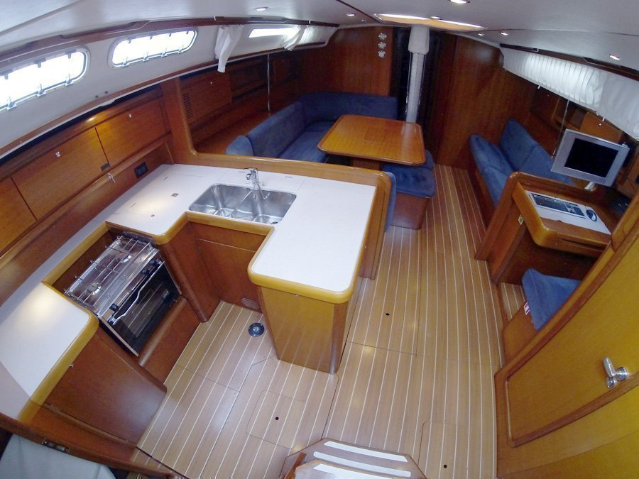 Grand Soleil 50 (Kety (Sails 2019, Bowthruster)) Grand Soleil 50 charter - 3