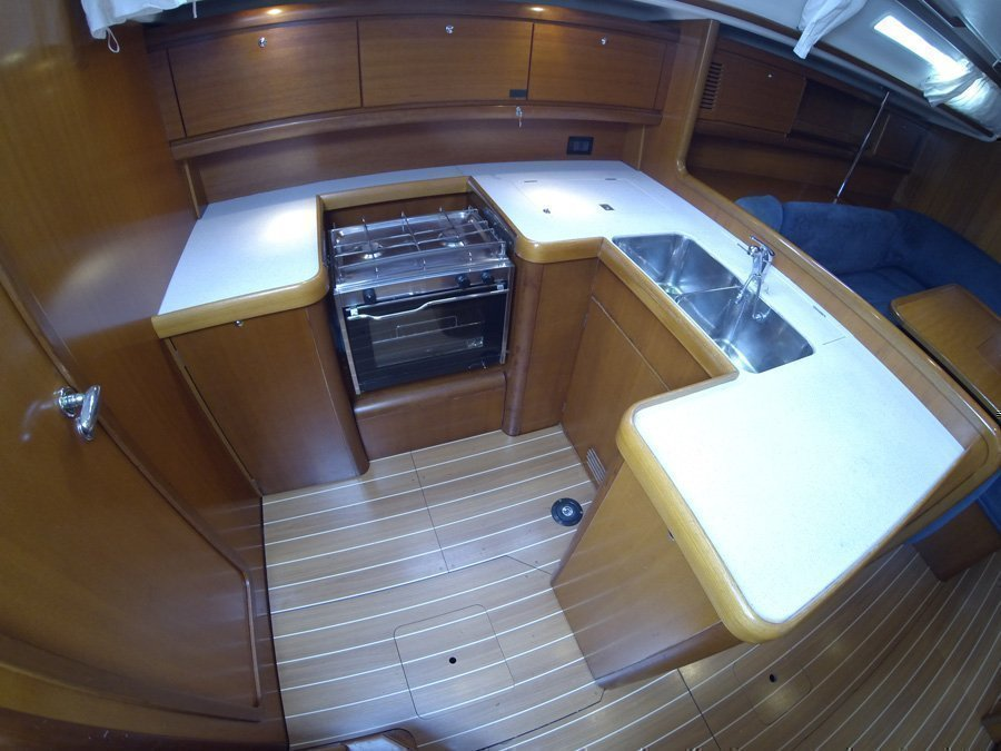 Grand Soleil 50 (Kety (Sails 2019, Bowthruster)) Grand Soleil 50 charter - 20