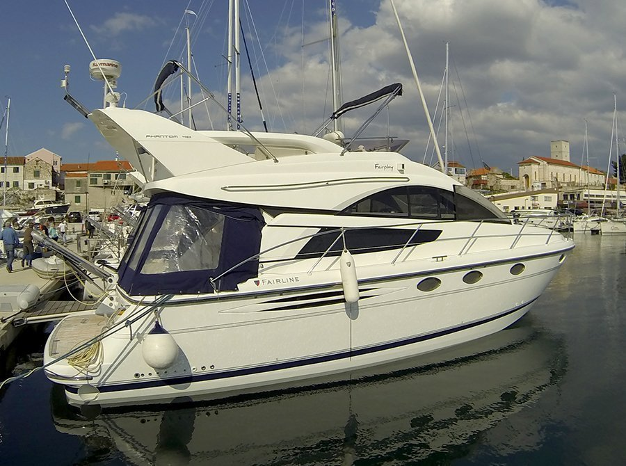 Fairline Phantom 40 (Fair Play (Jet ski - option with extra charge)) Outside - 21