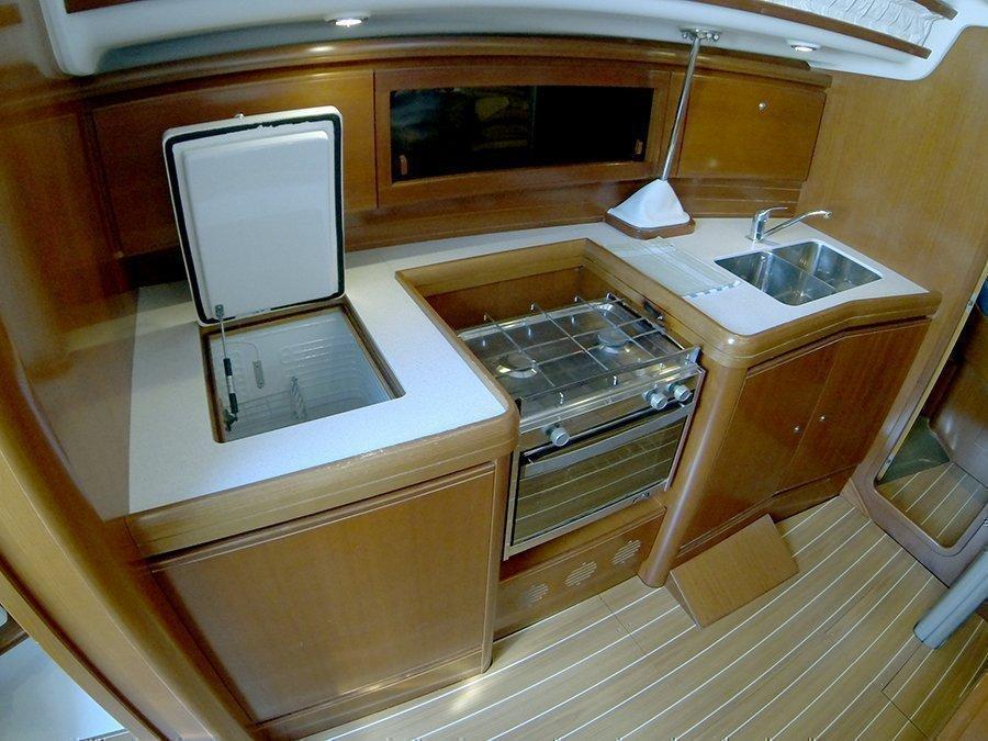 Grand Soleil 37 R (Sportski Vuk) Galley fridge - 3