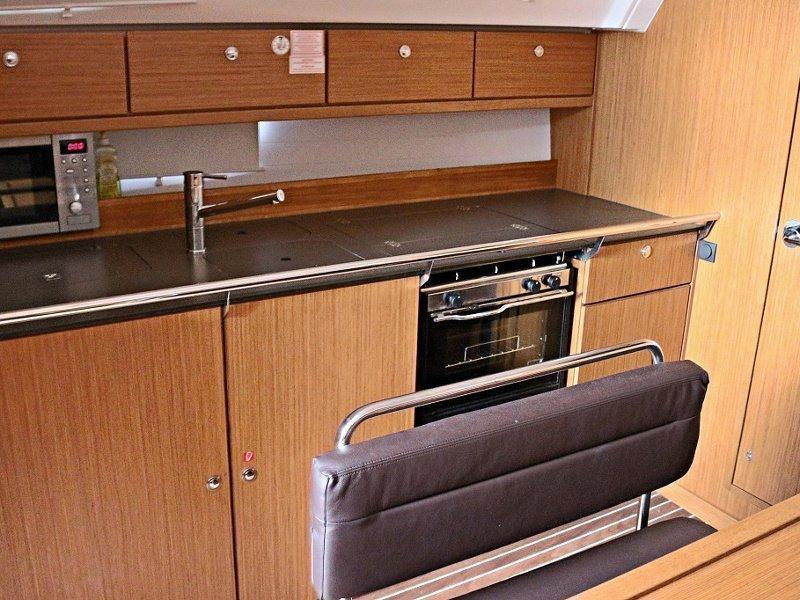 BAVARIA C 40 BT (MARISA) Interior images - 3