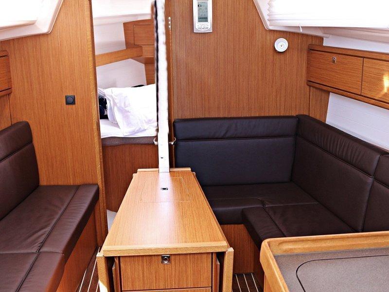 BAVARIA C 33 (MIRELLA) Interior image - 1