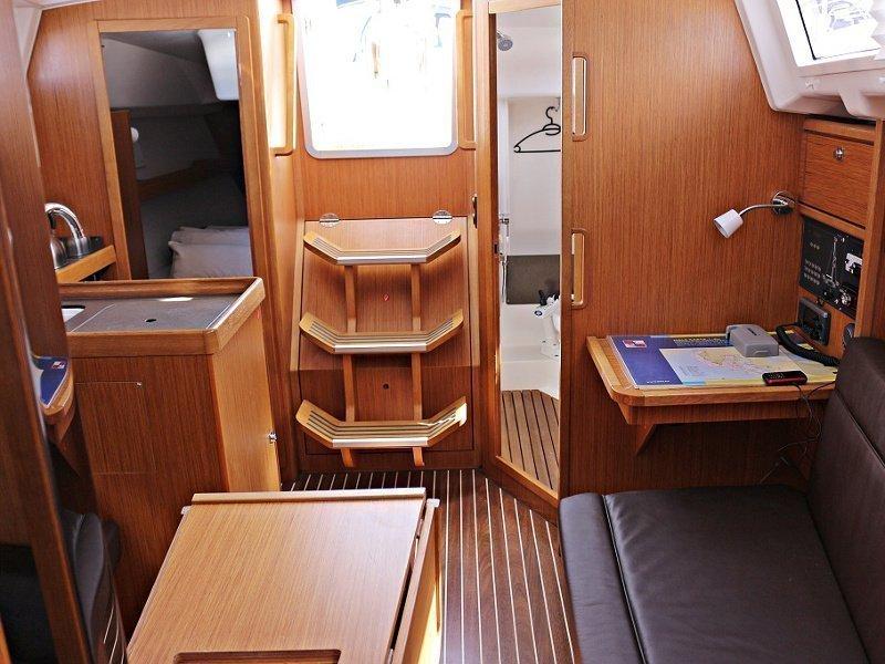 BAVARIA C 33 (MIRELLA) Interior images - 3
