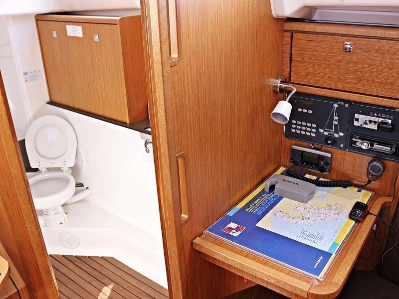 BAVARIA C 33 (MIRELLA) Interior images - 9