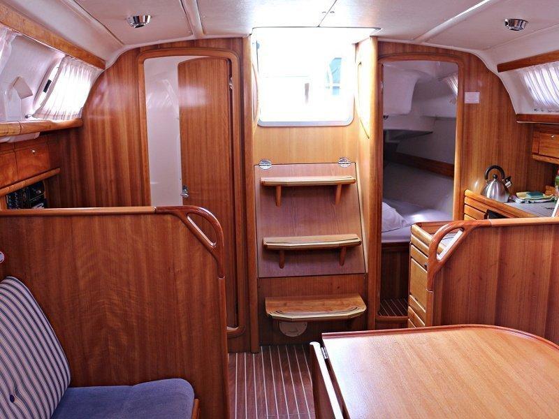 BAVARIA 33 C  (MANDA) Interior images - 10