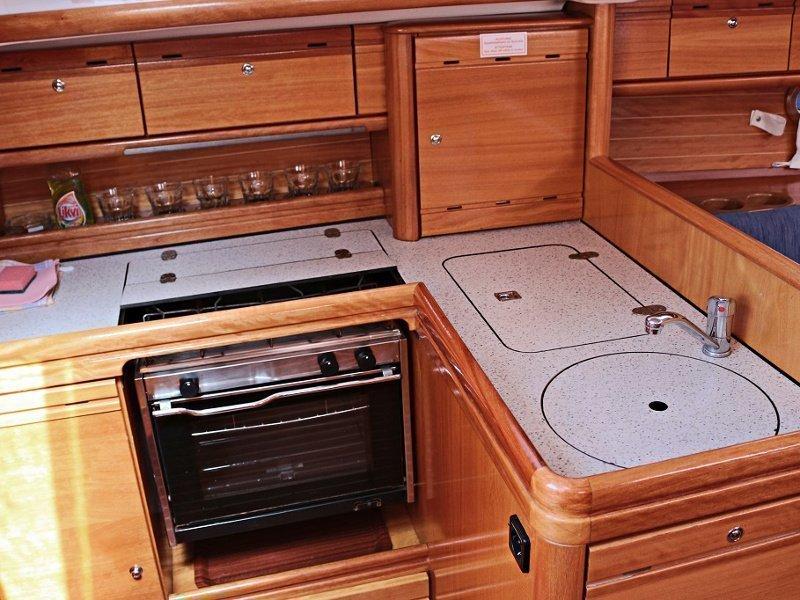 BAVARIA 33 C  (MANDA) Interior images - 3
