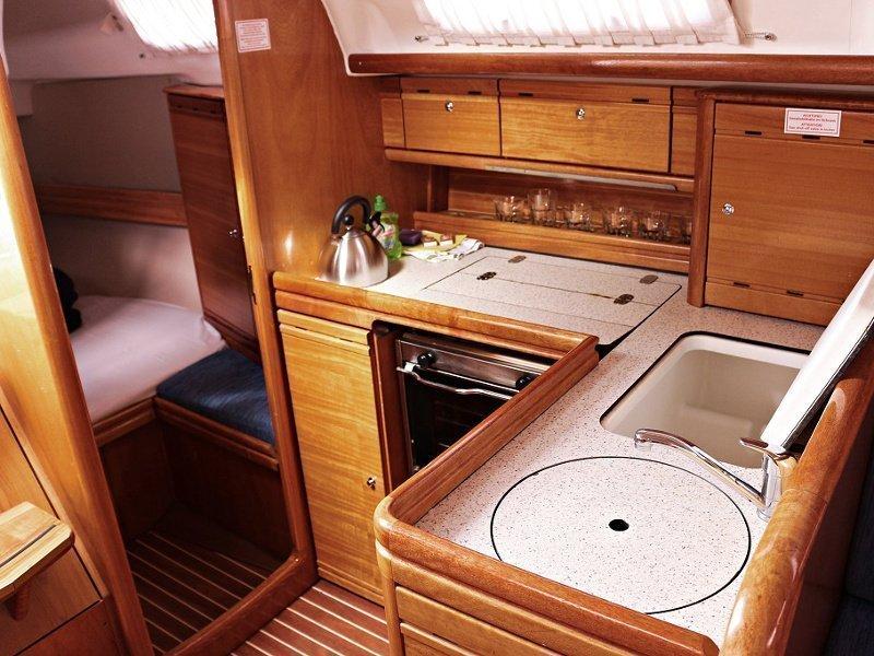 BAVARIA 33 C  (MANDA) Interior images - 9
