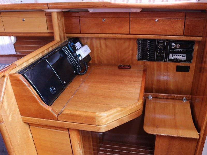 BAVARIA 33 C (MARA) Interior images - 8