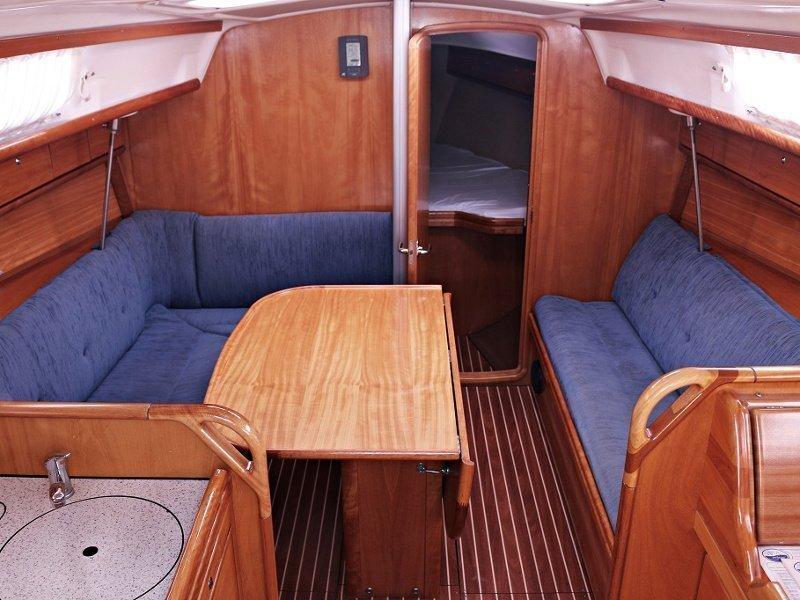 BAVARIA 33 C  (ALMA) Interior image - 8