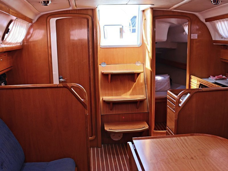 BAVARIA 33 C (ALMA) Interior images - 2