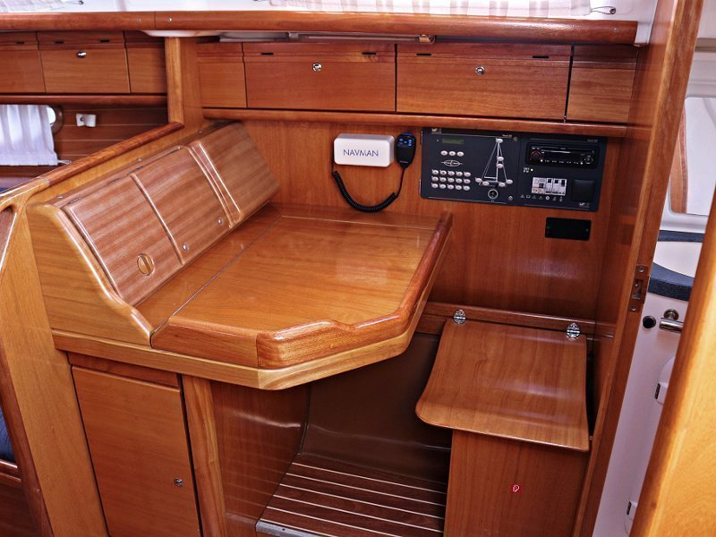BAVARIA 33 C (ALMA) Interior images - 3