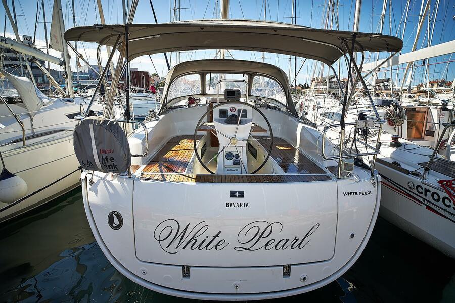 Bavaria 36 Cruiser (White pearl)  - 3