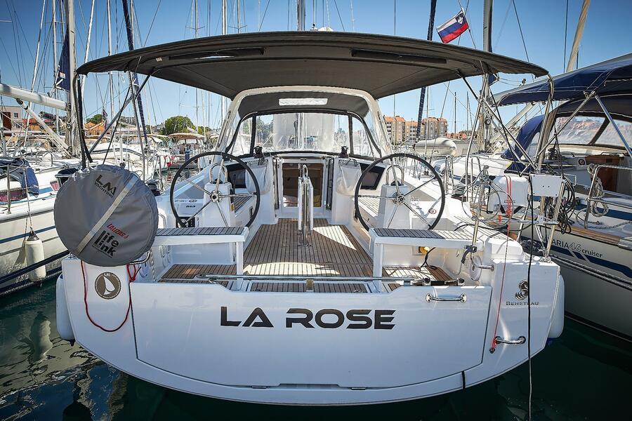 Oceanis 38.1 (La Rose)  - 3