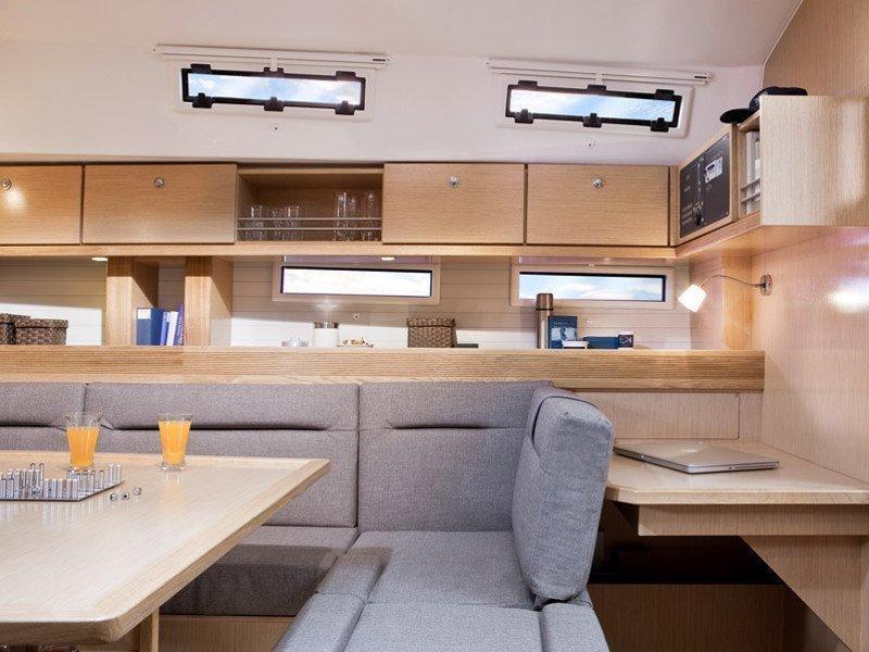 Bavaria 45 Cruiser (Cloe - Solar Panel) Interior images - 4