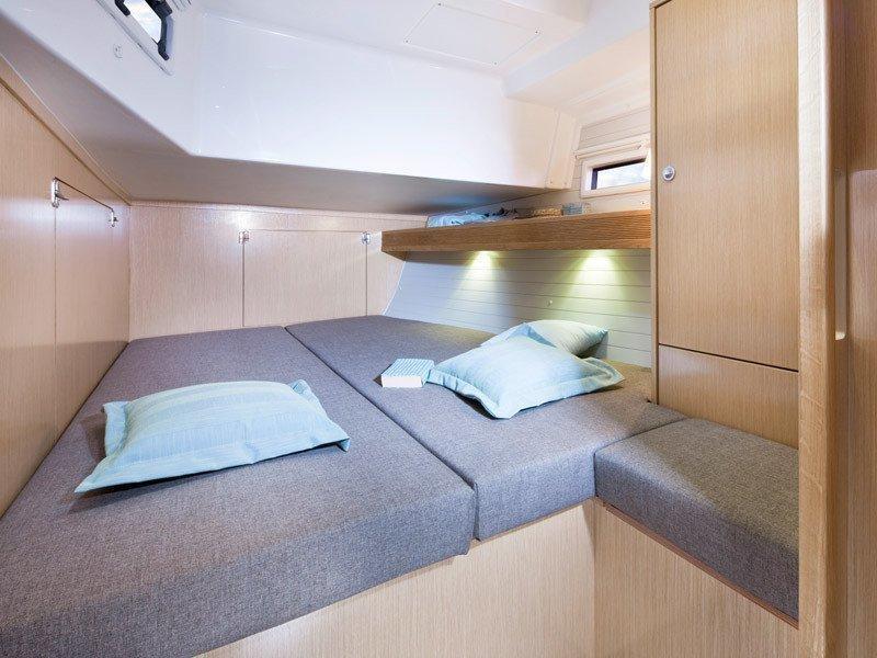Bavaria 45 Cruiser (Cloe - Solar Panel) Interior images - 6