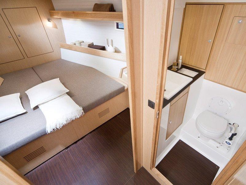Bavaria 45 Cruiser (Cloe - Solar Panel) Interior images - 8