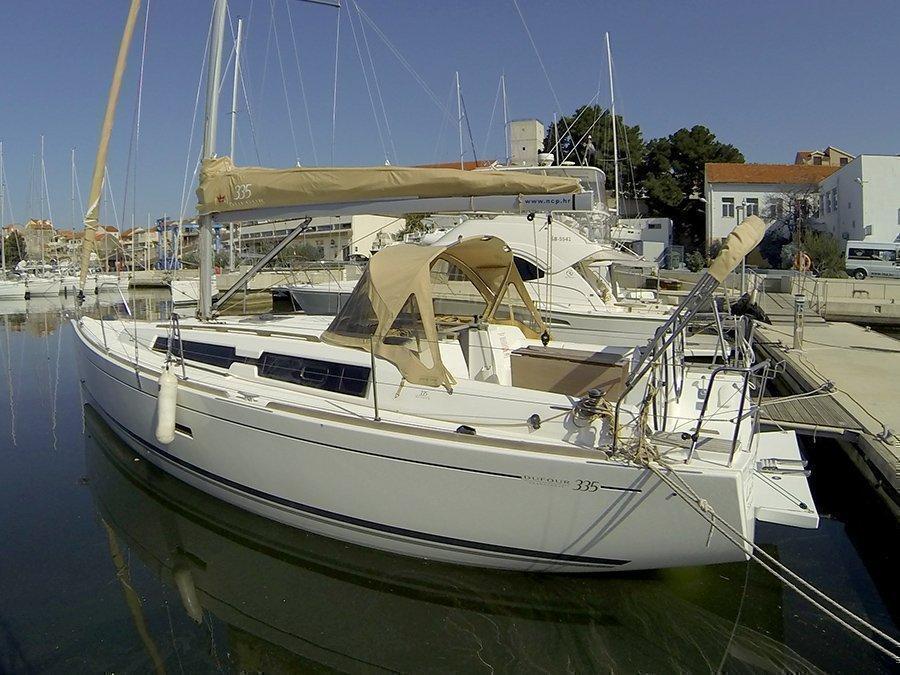 Dufour 335 GL (Lara (webasto, solar panel, shallow draft)) Dufour 335 GL boat - 20