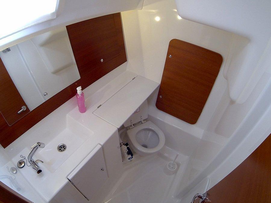 Dufour 335 GL (Lara (webasto, solar panel, shallow draft)) Dufour 335 GL bathroom - 19