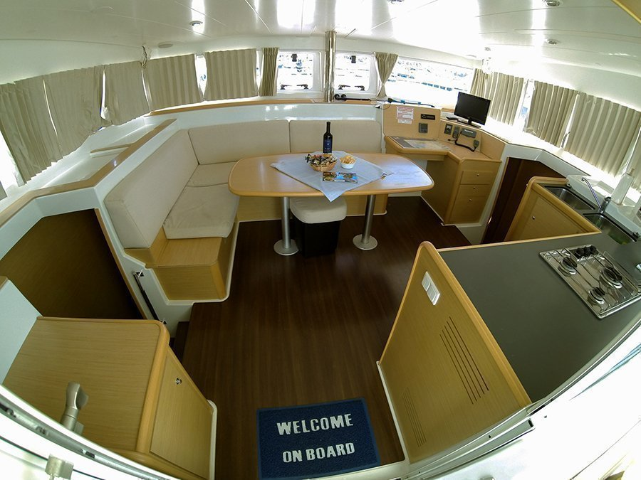 Lagoon 400 (Stray cat (Sails 2019, Solar panel)) Interior image - 7