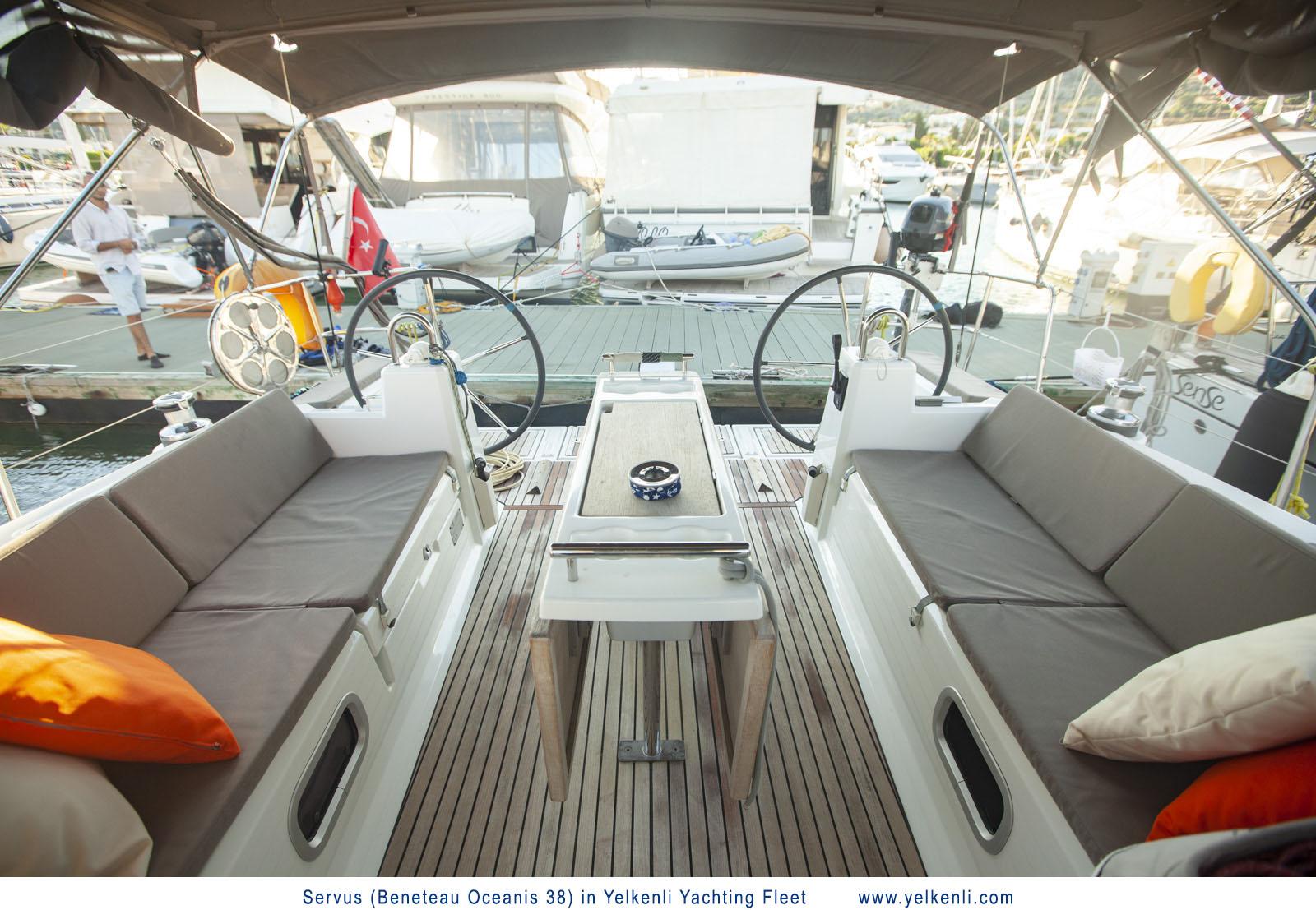 Oceanis 38 (Servus) Cockpit - 12