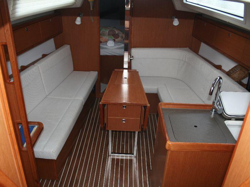 Bavaria Cruiser 34 (Little Joe) Interior image - 10