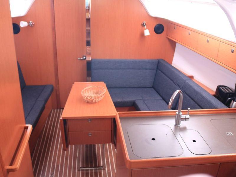 Bavaria Cruiser 37 (Bea) Interior image - 5