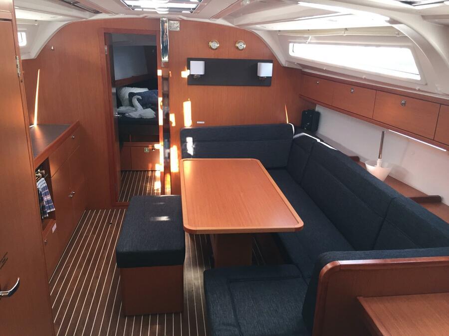 Bavaria Cruiser 41  (S/Y Alisahni) Interior image - 1