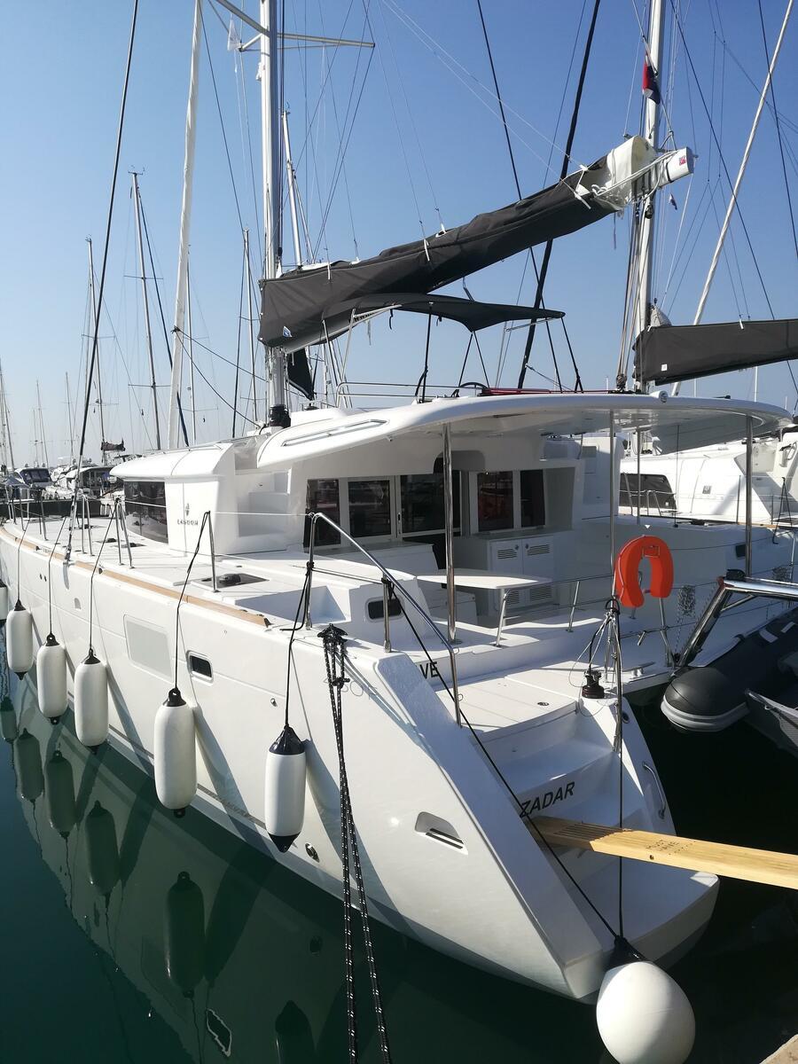 Lagoon 450 F (MUST HAVE AC all + generator + OB 20HP)  - 18