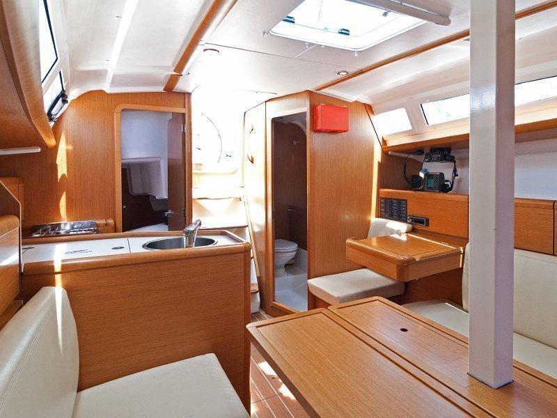 Sun Odyssey 33i (Buena Suerte) interior - 7