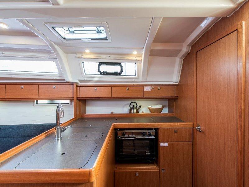 Bavaria 37 Cruiser (Astravi) interior - 9