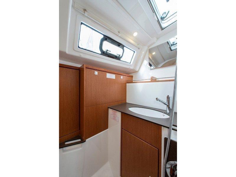 Bavaria 37 Cruiser (Astravi) interior - 3