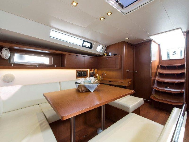 Oceanis 45 (Idroussa) interior - 11