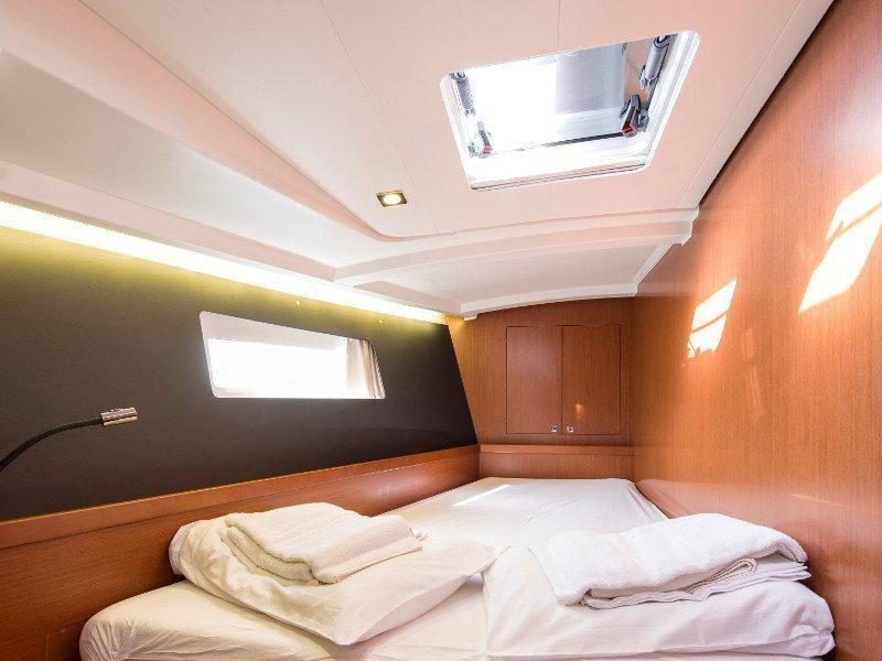 Oceanis 45 (Idroussa) interior - 6