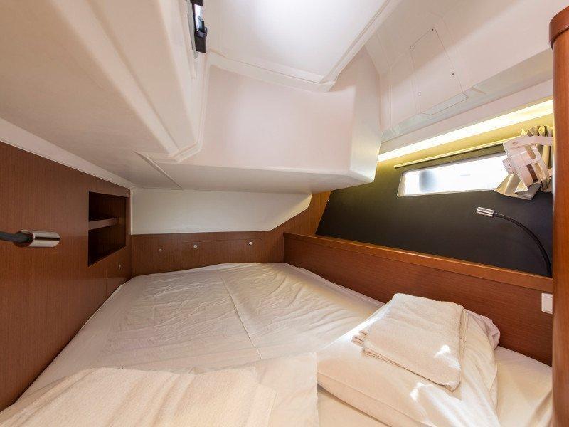 Oceanis 45 (Idroussa) interior - 8