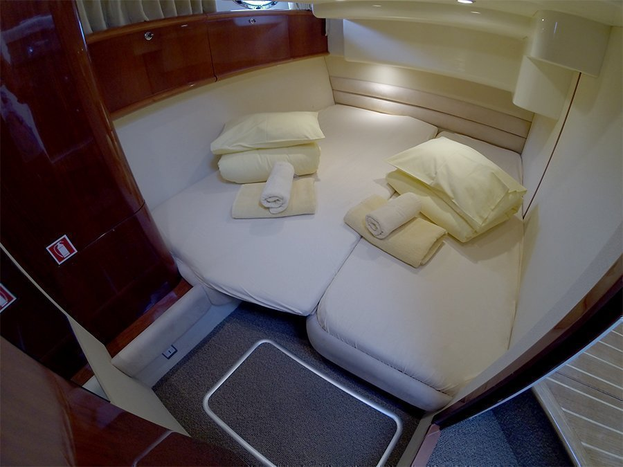 Fairline Phantom 40 (Fair Play (Jet ski - option with extra charge)) Side cabin - 14