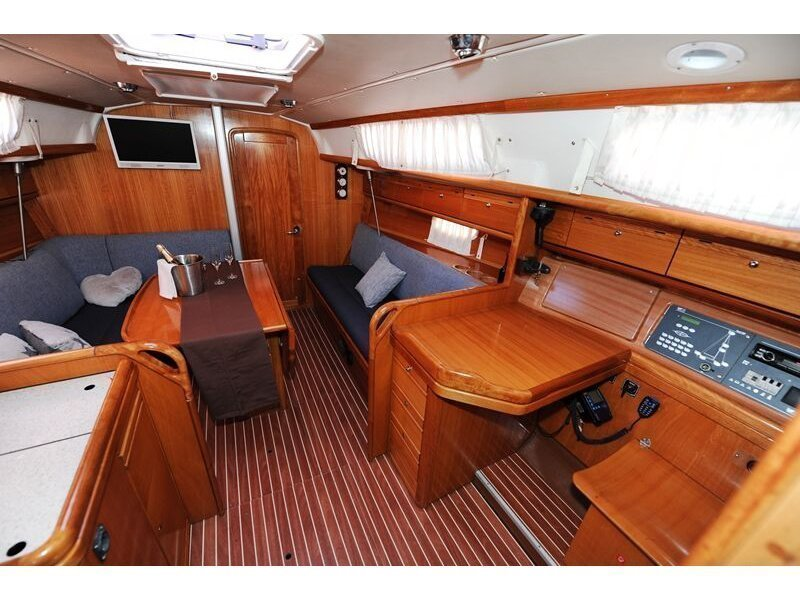 Bavaria 34 Cruiser (Nina Nina) interior - 7