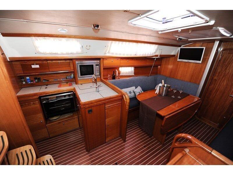 Bavaria 34 Cruiser (Nina Nina) interior - 9