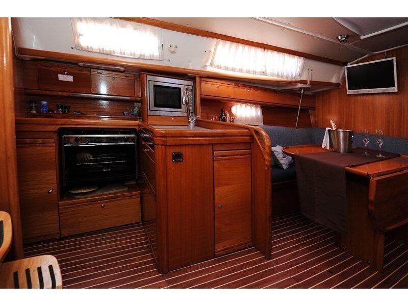 Bavaria 34 Cruiser (Nina Nina) interior - 1