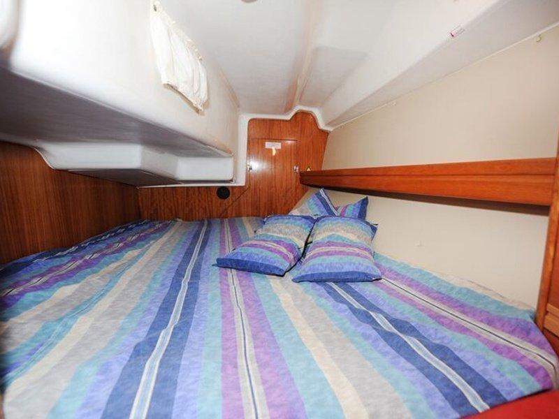 Bavaria 34 Cruiser (Nina Nina) interior - 4