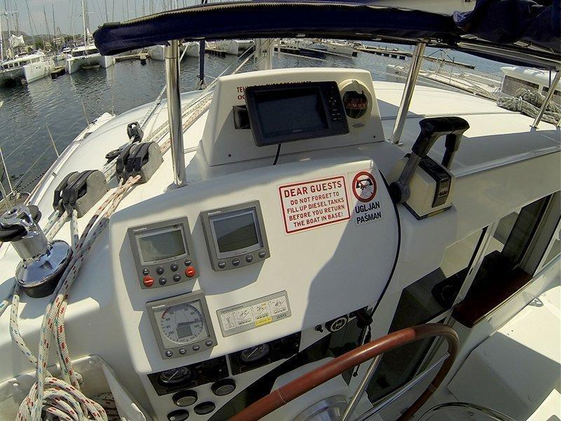 Lagoon 380 S2 (Twixie (Sails 2013, Solar panel)) GPS Plotter - 3