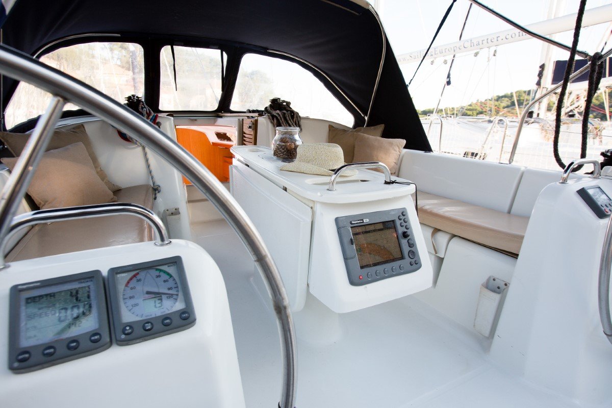 Beneteau Cyclades 39.3 (Alaska) Exterior - cockpit (photo taken 2019) - 7