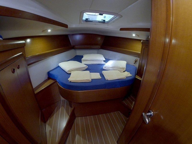 Grand Soleil 43 (Skalice (Sails 2016, Bowthruster)) Master cabin - 12