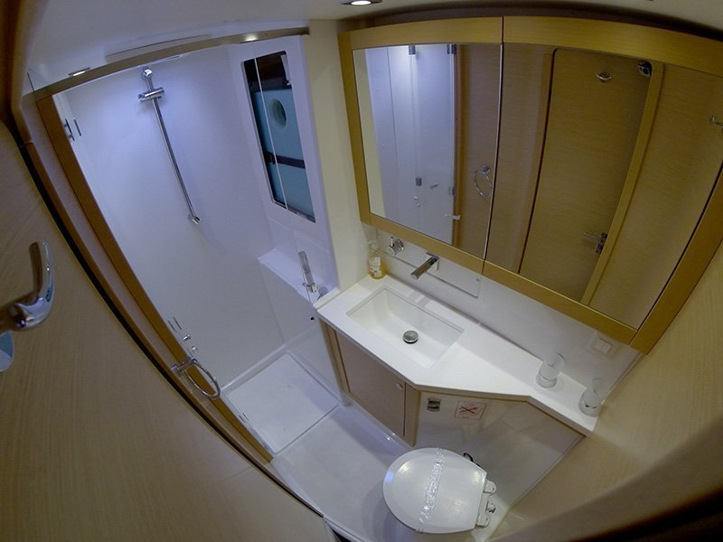Lagoon 450 (Chin Chon) Bathrooom - 3