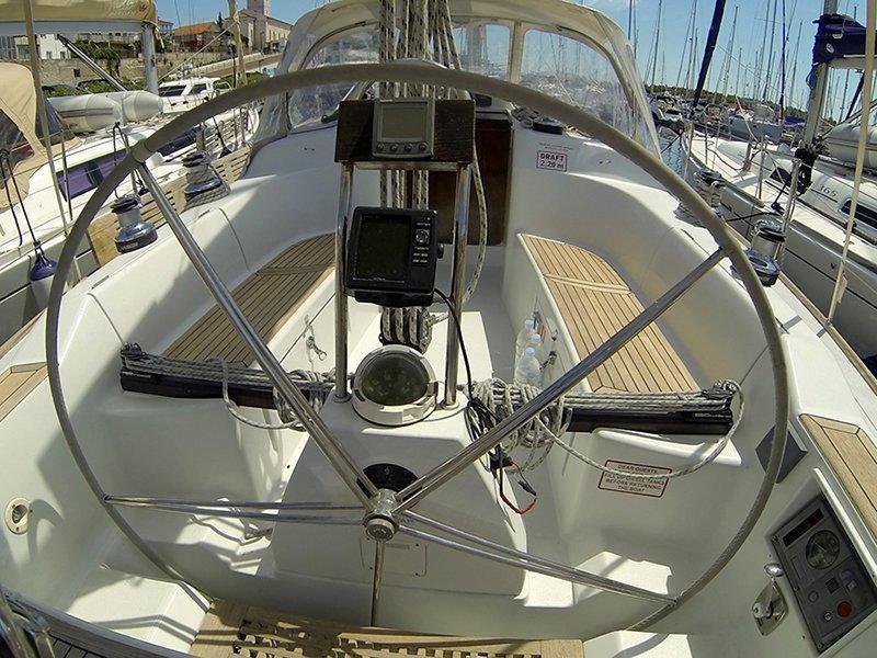 Grand Soleil 40 (Šjor (Main sail 2016, Genoa 2018)) GPS plotter in cockpit - 3