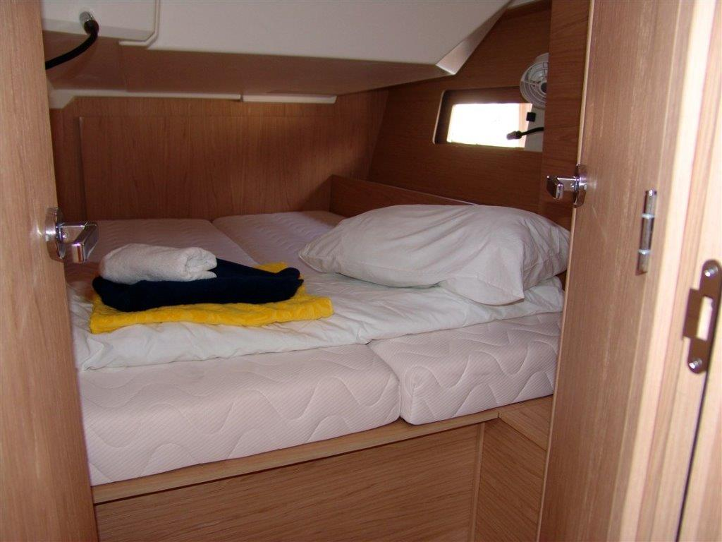 Oceanis 46.1 (Everest) Interior - cabin - 2