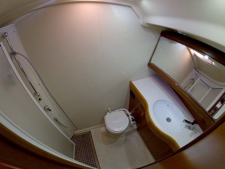 Grand Soleil 45 (Matterhorn (Sails 2019, Bowthruster)) Bathroom - 14