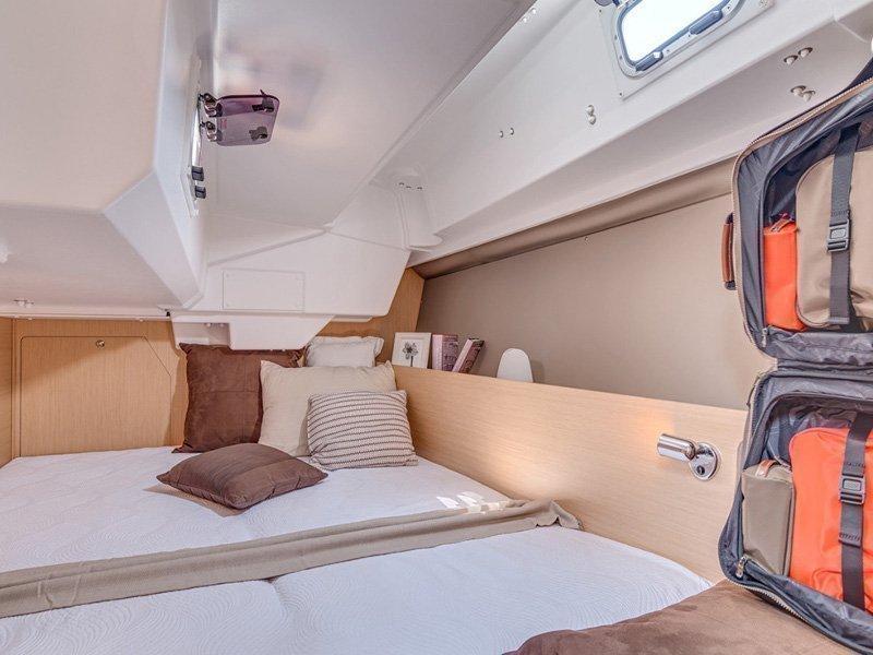 Oceanis 38 (Marica) interior - 6