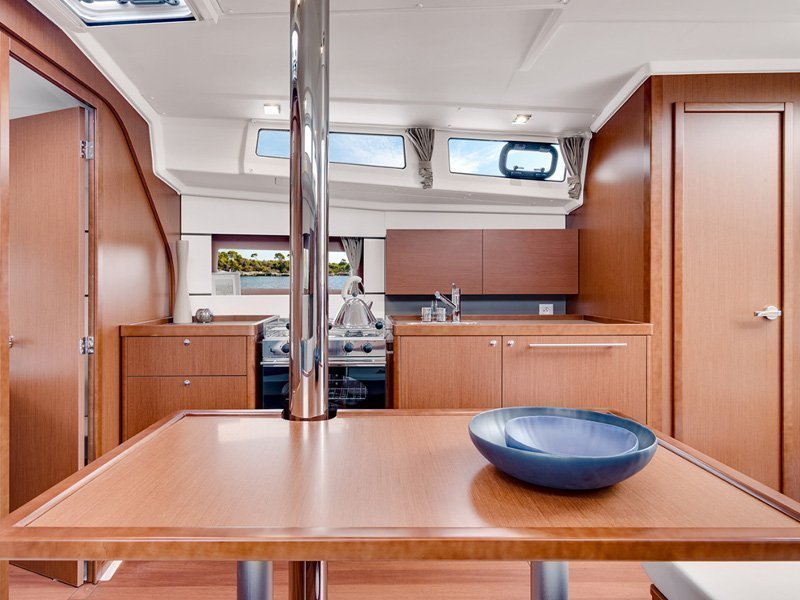 Oceanis 38 (Martine) interior - 8