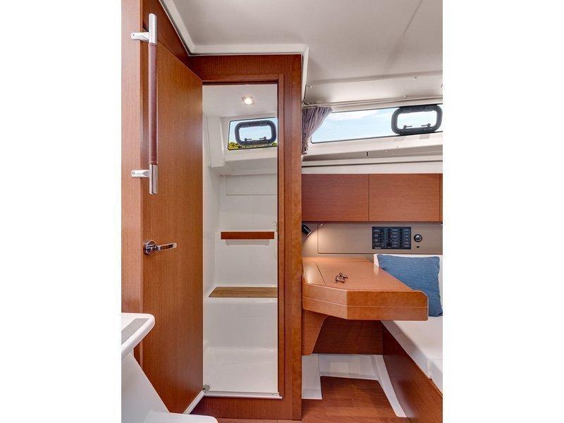 Oceanis 38 (Martine) interior - 2